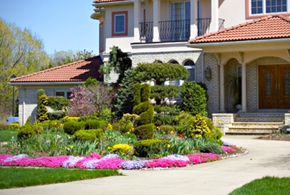 Front yard landscaping ideas 2016 pictures and plans for Front landscaping plans