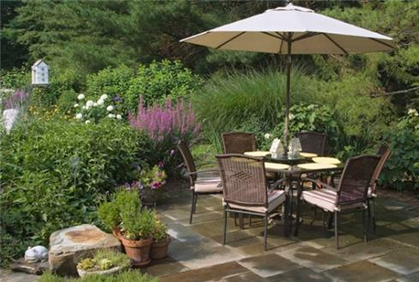 Simple patio landscaping designs ideas pictures and diy plans